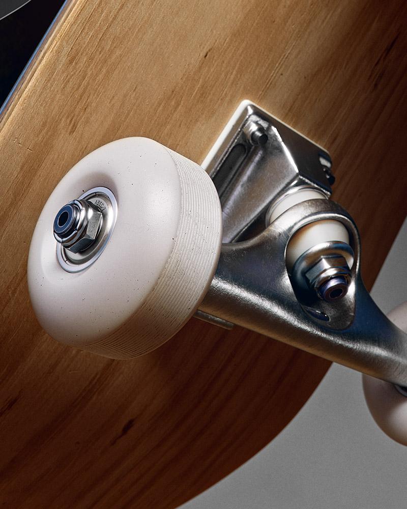 AT_Play_skateboard_1_v01
